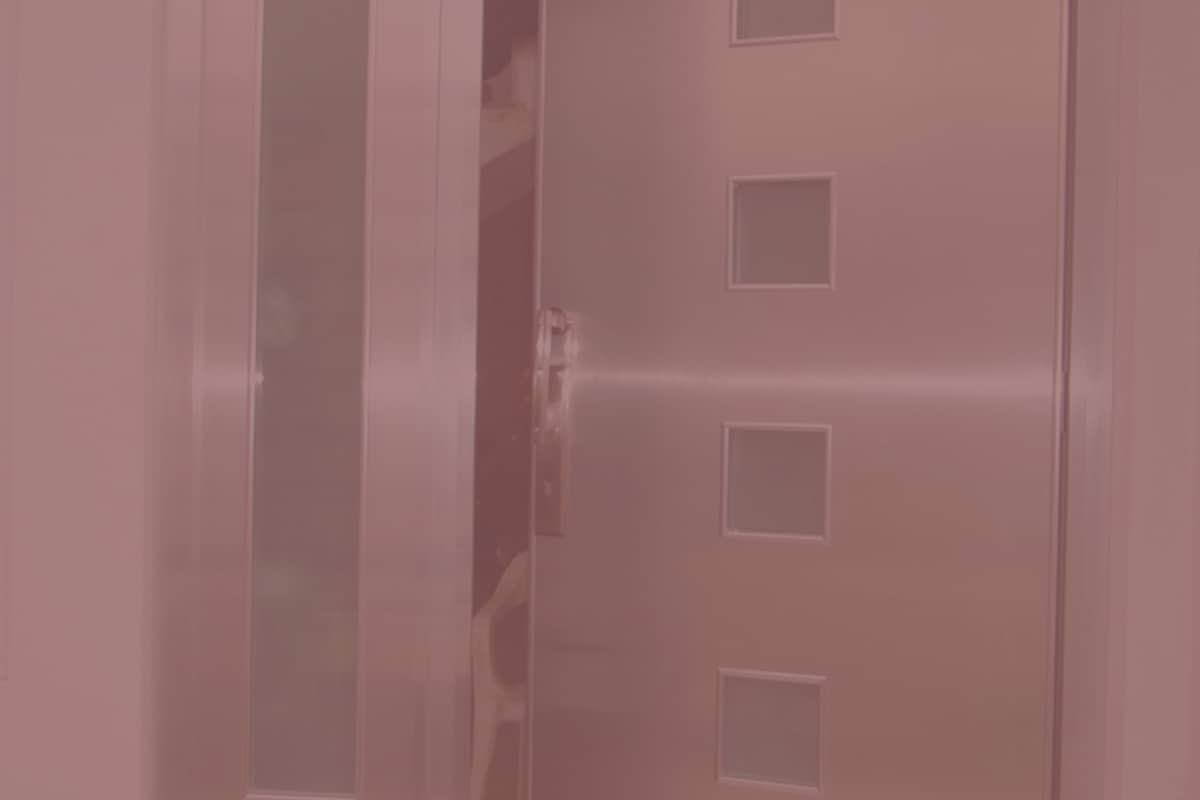 Las puertas de aluminio decoradas brindan un estilo realmente atractivo